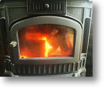 0988eb2ff7c3 今日は寒いですね。と、昨日も寒く足がしびれる様な感じでした。 そんな事もあり今日は朝から薪ストーブを焚いております。